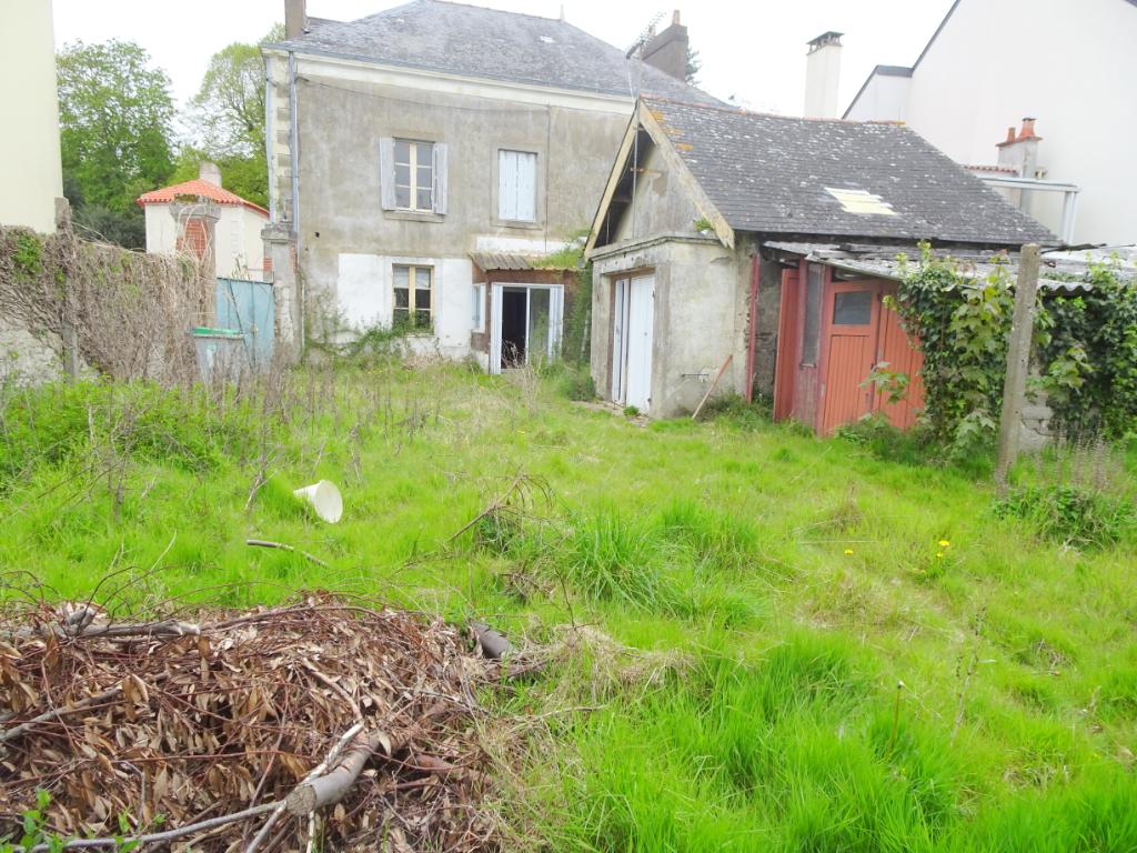 A Vendre  Ste Luce sur Loire, Maison bourgeoise a rénover de plus de 200 m2 .