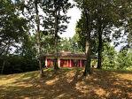 Villa entourée d'un parc arboré et d'un bois