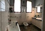 Villa sur sous-sol semi-enterré des années 70-80