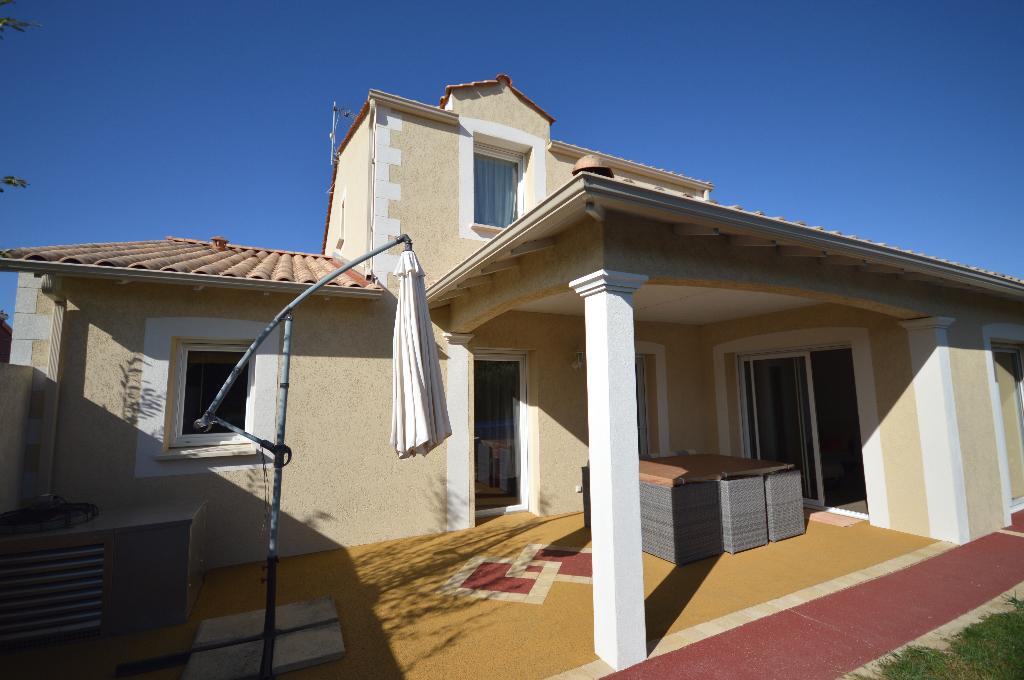 Villa 5 pièces 138 m² , proche centre bourg