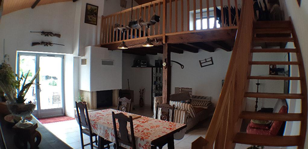 Touvois - Maison sur terrain de 7700m²