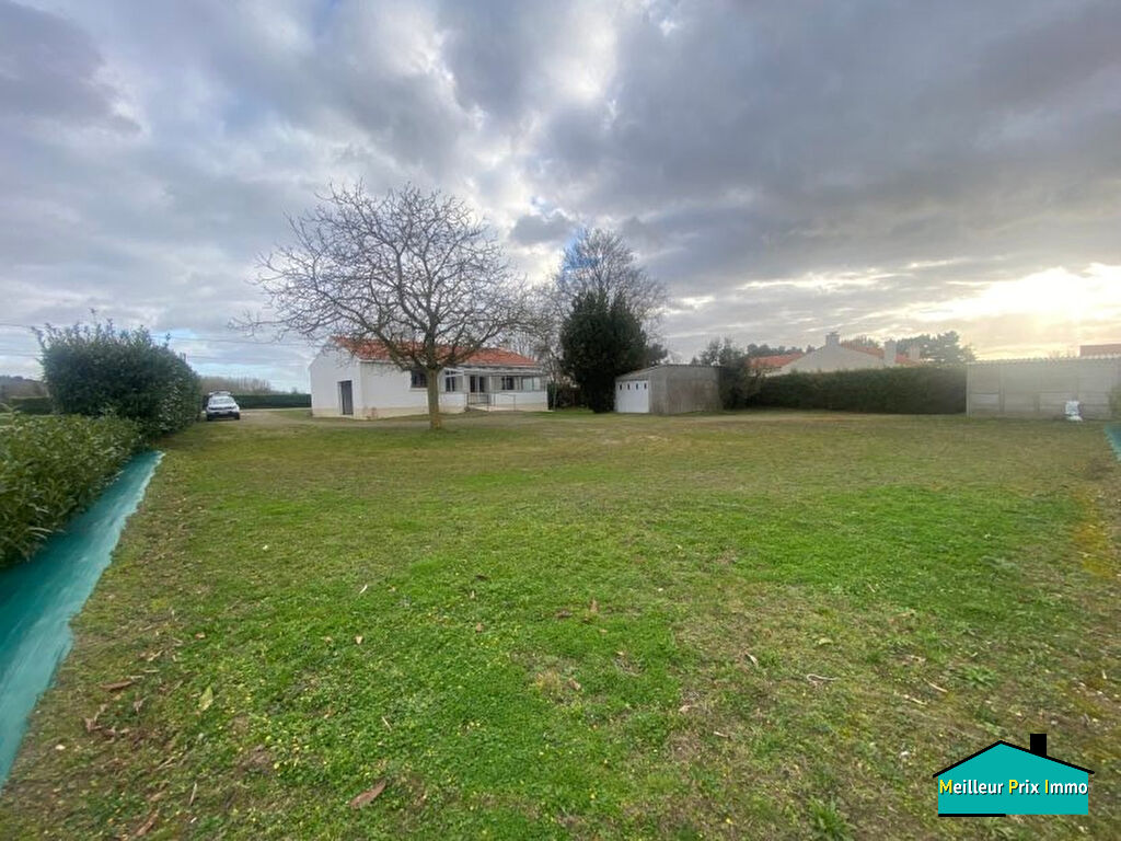 Maison 2-3 chambres, jardin, deux garages