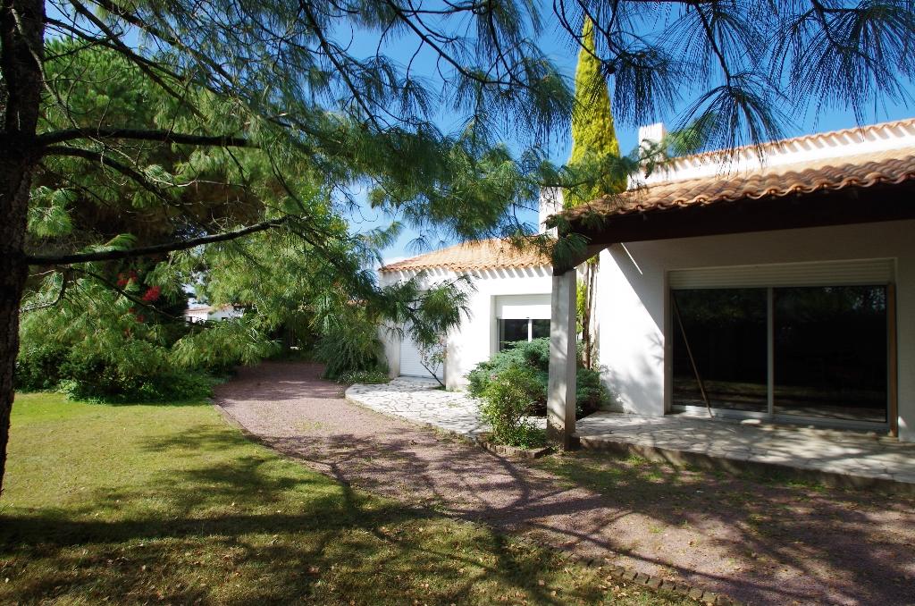 centre bourg Saint Philbert  maison de 163.86 m2 sur 1615 m2 de terrain