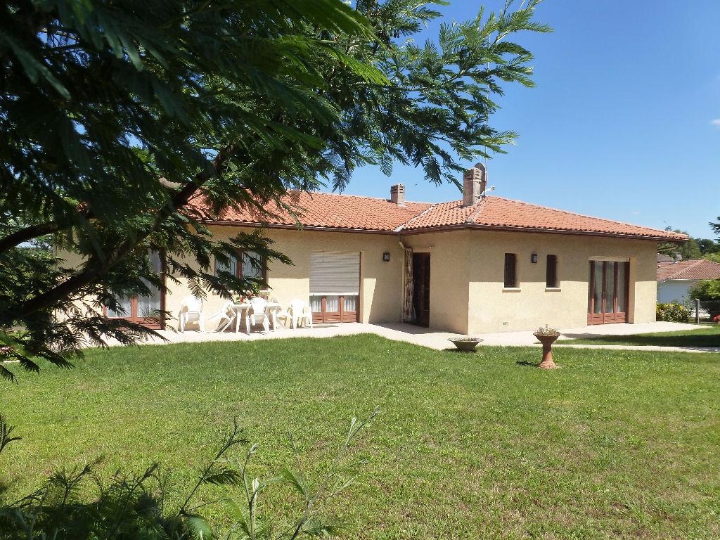 Maison de type 6 d'env 150 m² avec grand terrain à vendre sur CENAC