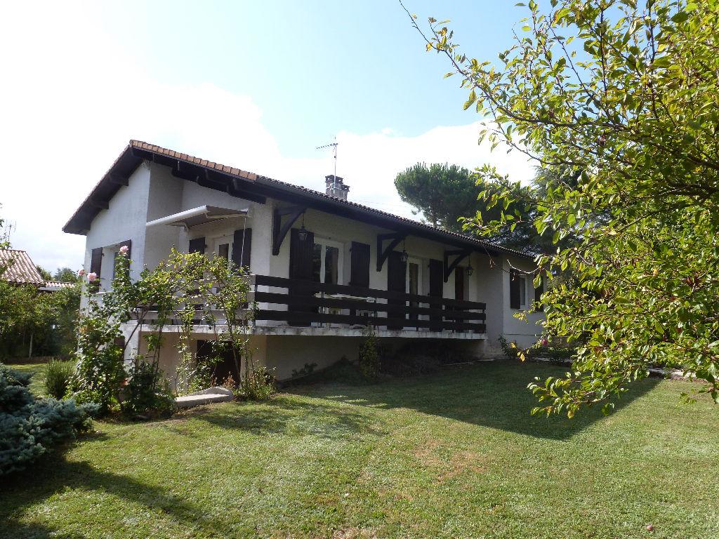 Maison à 10 mm de  Fargues Saint Hilaire 4 pièce(s) 96 m2