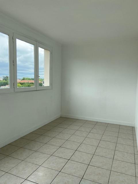 Livry Gargan  Mairie - Appartement 1 pièce 28m2