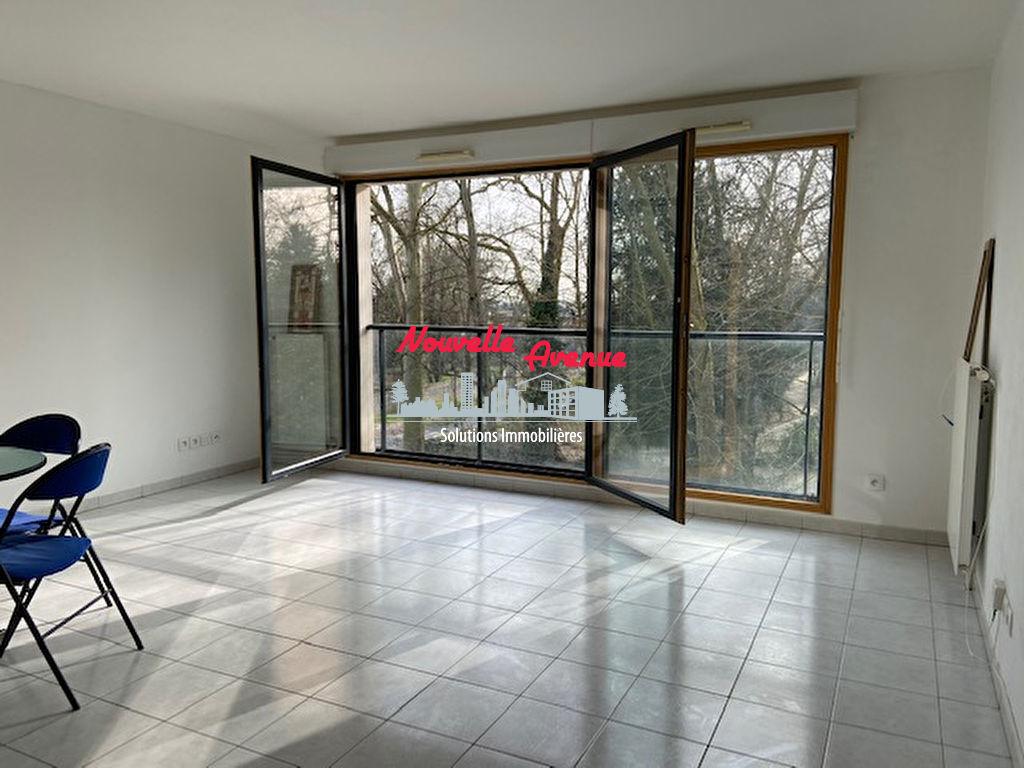 Louvres  -  SUD et EST - Studio meublé 1 pièce(s) 39.45 m2