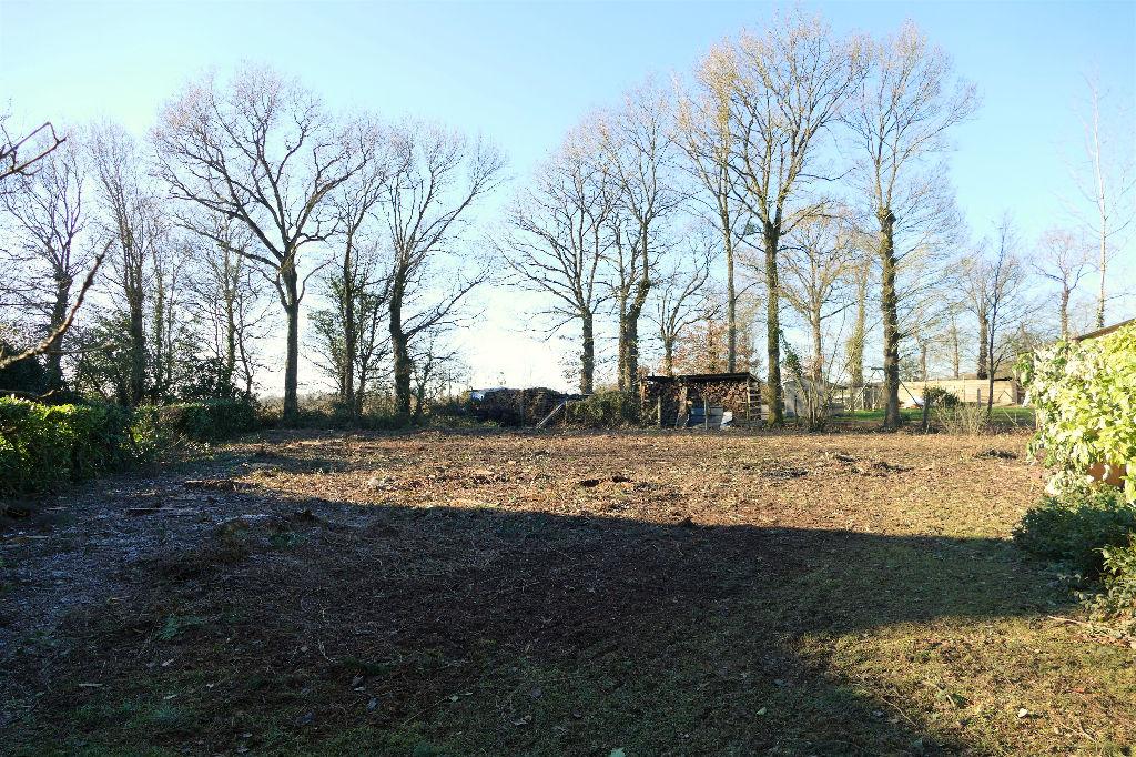 Terrain constructible arboré clos 2370 m² GUICHEN