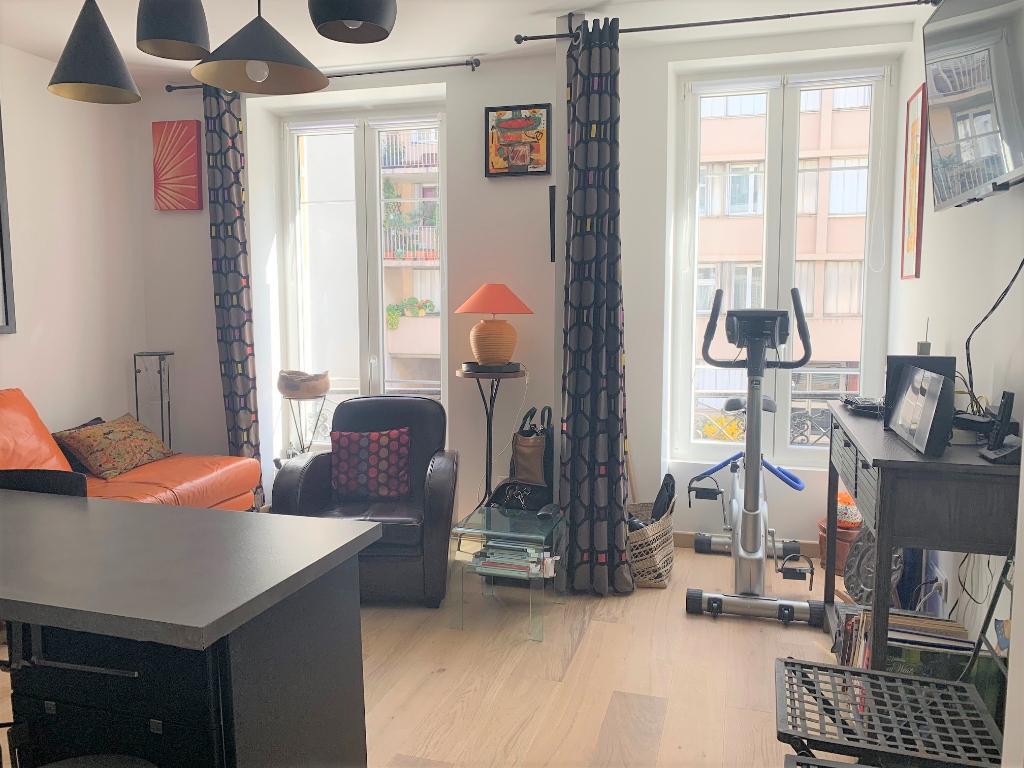 Appartement 2 pièces 33 m2 Paris 18ème