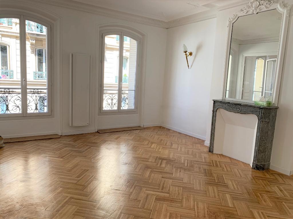 Appartement 8 pièces 140.06 m2 Paris 10ème