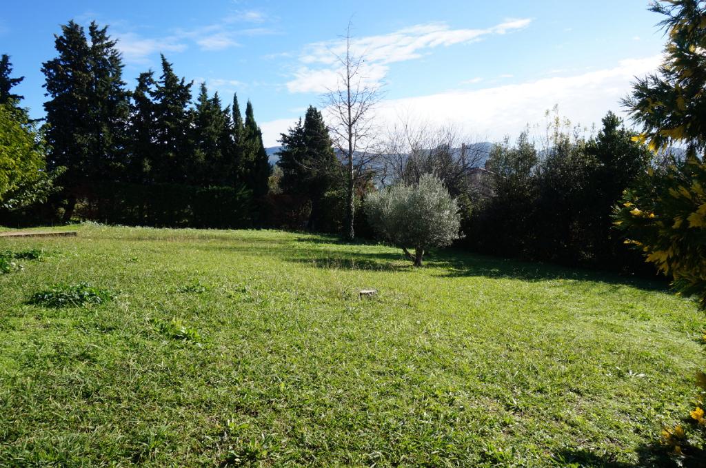 Terrain à bâtir de 851 m2 sur les hauteurs de Plan de Cuques