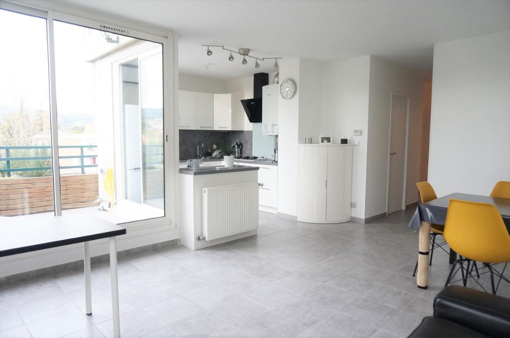A vendre appartement T3 de 62 m²  avec balcon 13380 Plan de Cuques centre