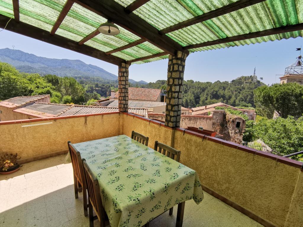 A vendre maison de village T3/4 de 85m²  avec terrasse et garage 13360 Roquevaire