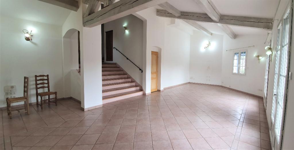 A vendre Maison T4 + 2 studios + dépendance de 240m² sur 1021m² de terrain Château Gombert 13013