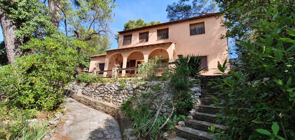 A vendre Maison Marseille 5 pièce(s) 180 m2 secteur la Milliere 13011 MARSEILLE