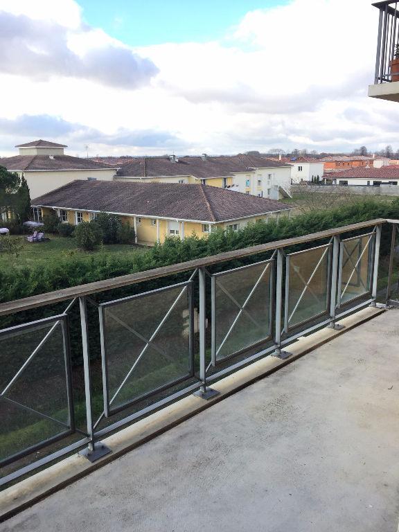 FROUZINS : Appartement T2 , dernier étage, balcon, parking