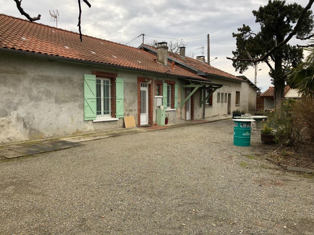 TOULOUSE : Ensemble immobilier ferme plus terrain constructible