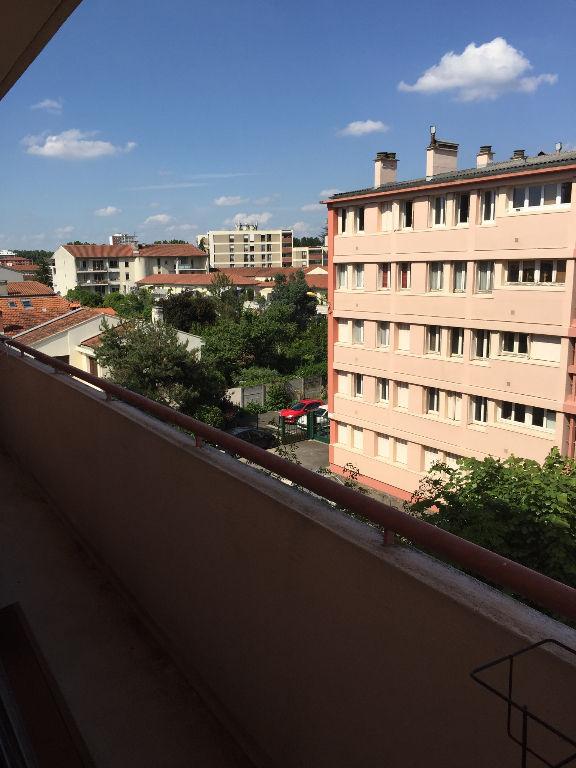 TOULOUSE PATTE D'OIE : T3 Transformé en T2 53 m² hab, balcon, cave
