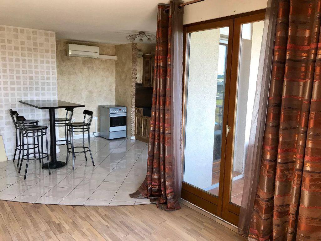 A vendre: Appartement T3 69 m² - Route de Seysses - Dernier étage - Parking et balcon