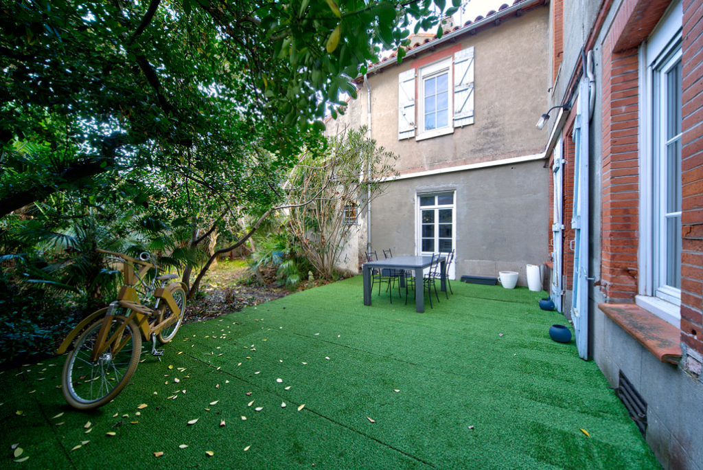 A VENDRE TOULOUSE ST CYPRIEN : Authentique toulousaine de 275.72 m² hab, terrain de 282 m²