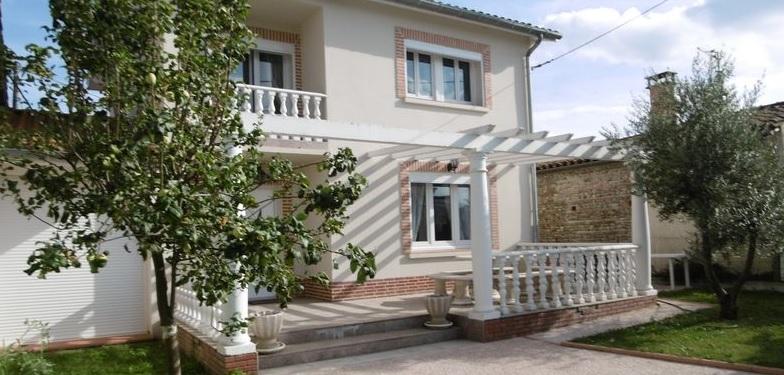 A VENDRE PROXIMITE ST SIMON : Maison de 100 m² hab env, T4 avec T2, abri, garage, parkings terrasse