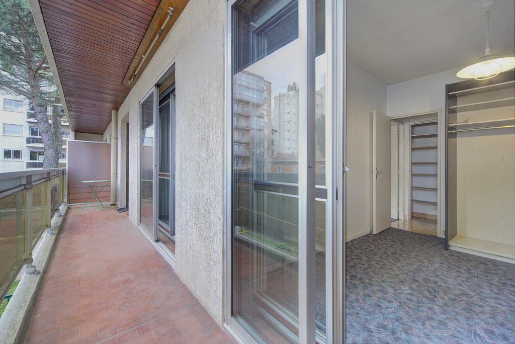 A VENDRE : St Cyprien : Appartement T2,   39m² hab env, balcon en enfilade, parking et cave