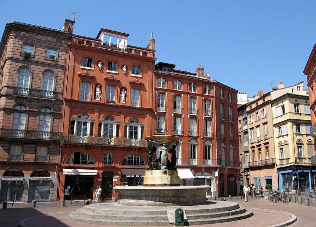 Place de la trinité MEUBLE 22 m²  490€CC