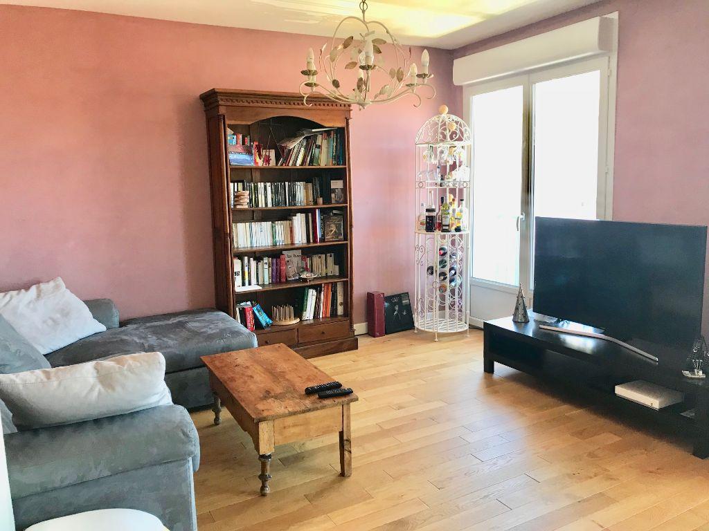 A vendre: Appartement T3/T4 Patte d'Oie, proche métro et commodités