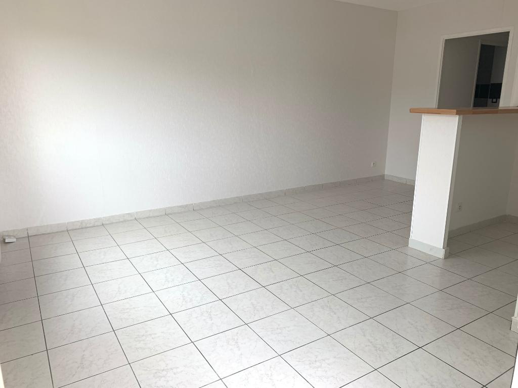 A VENDRE :  Appartement T2 de 40 m² hab rénové, balcon et parking
