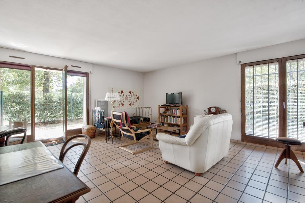 A VENDRE : TOULOUSE Route de Seysses :  T3, 74 m², jardinet 120 m², garage en sous-sol