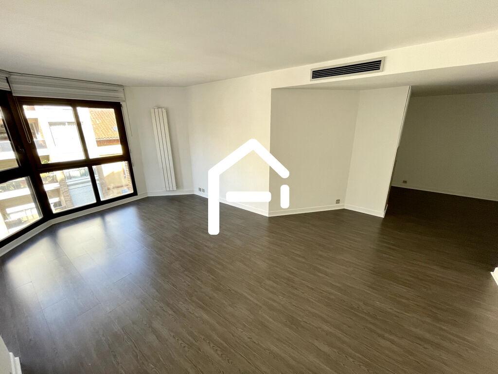 St Georges T3 85 m² / 1380 € /  disponible de suite / refait à neuf